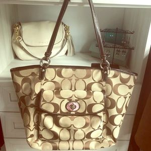 Coach - Large zippered signature tote!